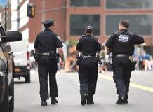 NOWY JORK, usa - Czerwiec 10, 2018: Funkcjonariuszi policji wykonuje jego du Obraz Stock