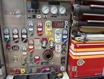 Nowy Jork, usa - Czerwiec 10, 2018: Pożarniczy pulpit operatora pompy i w fotografia stock