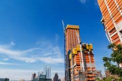 NOWY JORK, usa - JUN 22, 2017: Budujący z żurawiami, środek miasta Manhattan, Miasto Nowy Jork, Stany Zjednoczone zdjęcie royalty free