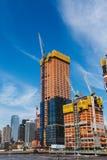 NOWY JORK, usa - JUN 22, 2017: Budujący z żurawiami, środek miasta Manhattan, Miasto Nowy Jork, Stany Zjednoczone fotografia royalty free