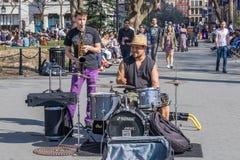 NOWY JORK, usa - KWIECIEŃ 14, 2018: Uliczni muzycy w parku blisko z Zachodnią wioską, Nowy Jork zdjęcie royalty free