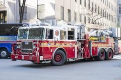 NOWY JORK, USA - LISTOPAD 23: Sławny Nowy Jork pożarniczy silnik w stree Fotografia Stock