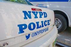 NOWY JORK, usa - LISTOPAD 22, 2016: Samochód policja parkująca w Porcelanowej Grodzkiej ulicie z słowami NYPD w tylnej stronie, Fotografia Stock