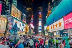 NOWY JORK, usa - MAJ 05, 2017: Times Square światła przy nocą w środku miasta Manhattan Miejsce dotyczy jako światowy ` s Fotografia Stock