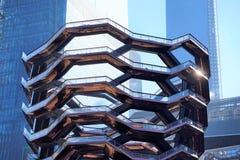 Nowy Jork Nowy Jork, usa,/- Marzec 09 2019: Naczynie w budowie, prawie skończony, budynki za obraz royalty free