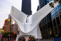 Nowy Jork, usa - Wrzesień 2, 2018: Supertall główny budynek odbudowywający world trade center kompleks przeciw niebieskiemu niebu obraz royalty free