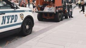 NOWY JORK, usa, 18 08 2017 zakończenie widok słóżba ratownicza samochody stoi w zatłoczonym śródmieściu Nowy Jork, Ameryka zbiory