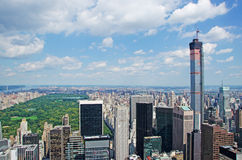 Nowy Jork: widok Manhattan linia horyzontu i central park z wierzchu skały na Wrześniu 16, 2014 Fotografia Royalty Free