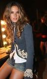 NOWY JORK, WRZESIEŃ - 09: Wzorcowy Alessandra Ambrosio pozuje zakulisowego Zdjęcia Stock