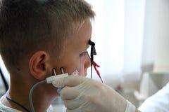 Nowy kierunek w medycynie jest electroneuromyography Egzamin dziecko electromyography Obrazy Stock