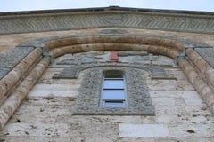 Nowy kościół chrześcijański w Bodbe miasteczku w Gruzja zdjęcia stock