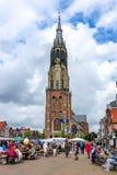 Nowy kościół na Targowym kwadracie w centrum Delft przy weekendem, holandie zdjęcia royalty free