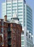 Nowy kolegium szpital i stary Dwunawowy budynek obrazy stock