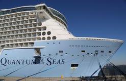 Nowy Królewski Karaibski statku wycieczkowego kwant morza dokujący przy przylądek swobody rejsu portem przed inauguracyjną podróż Zdjęcia Royalty Free