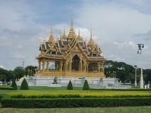 Nowy Królewski pawilon w Tajlandia, Ruen Yod Bar Mungkalanusaranee pawilon pod jaskrawym niebieskim niebem Zdjęcia Stock