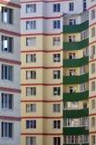 Nowy lub ostatnio uzupełniający kondygnacja budynek mieszkalny z Rosyjski typ domowy buildin zdjęcia royalty free