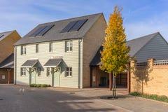 Nowy miastowy budynek mieszkalny w południe Anglia zdjęcie royalty free