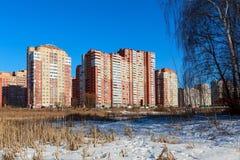 Nowy mieszkaniowy okręg na bankach rzeczny Pekhorka Balashikha, Moskwa region, Rosja Obraz Stock