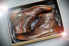 Nowy moda rzemiennych butów rocznika brown styl w pudełku Zdjęcie Royalty Free