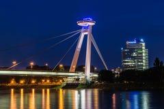 Nowy most Najwięcej SNP w Bratislava przy nocą Most Słowacki Krajowy powstanie lub UFO obrazy royalty free