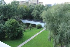 Nowy most przez rzekę Obraz Royalty Free