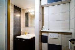Nowy nowożytny wc z douche w mieszkaniu obrazy royalty free