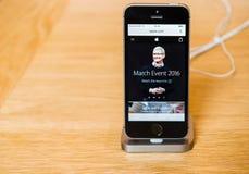 Nowy opóźniony Jabłczany iPhone SE smartphone od komputer apple Obraz Royalty Free