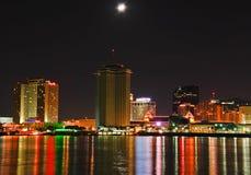 Nowy Orlean - Księżyc Zaświecająca W centrum Linia horyzontu Obraz Royalty Free