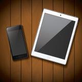 Nowy realistyczny telefon komórkowy pastylki i smartphone mockup szablon na drewnianym tle Obrazy Stock