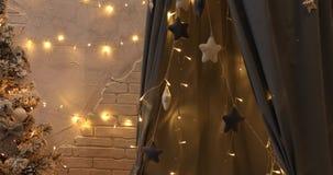 Nowy rok 2019 nowy rok, świeczki i candlesticks, przejrzyste butelki, nowy rok, lekki tło trybowy nowy rok zdjęcie wideo
