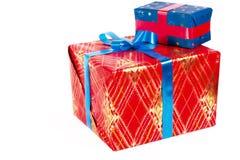 nowy rok, Boże Narodzenia Dwa piękny prezent z tasiemkowym łękiem, odizolowywa Fotografia Royalty Free
