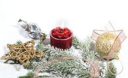 Nowy Rok, Bożenarodzeniowa wakacje karta Bożenarodzeniowej fotografii czerwonej świeczki złociste piłki i gwiazdy zdjęcie stock
