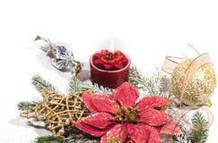 Nowy Rok, Bożenarodzeniowa wakacje karta Bożenarodzeniowej fotografii czerwonej świeczki złociste piłki i gwiazdy fotografia stock