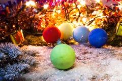 Nowy rok, Bożenarodzeniowy tło z wielo- kolorów bożych narodzeń dekoracjami Zdjęcie Stock