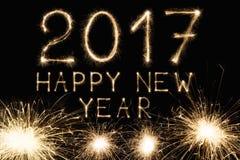 Nowy rok chrzcielnicy sparkler liczby na czarnym tle Obrazy Royalty Free