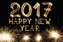 Nowy rok chrzcielnicy sparkler liczby na czarnym tle Obraz Royalty Free