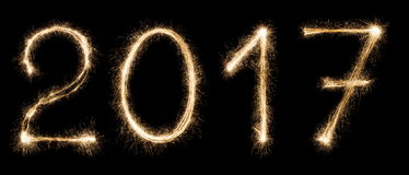Nowy rok chrzcielnicy sparkler liczby na czarnym tle Zdjęcie Royalty Free