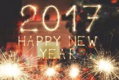 Nowy rok chrzcielnicy sparkler liczby na izbowym tle Zdjęcia Stock