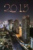 2015 nowy rok fajerwerki świętuje nad Tokio pejzażem miejskim Fotografia Stock