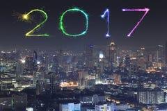2017 nowy rok fajerwerki nad Bangkok pejzażem miejskim przy nocą, Thailan Zdjęcie Stock
