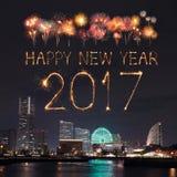 2017 nowy rok fajerwerki nad marina trzymać na dystans w Yokohama mieście, Japonia Fotografia Royalty Free