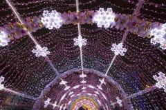 Nowy Rok i boże narodzenia zaświeca dekorację miasto -- Lekki tunel na Tverskoy bulwarze, Rosja Obrazy Stock