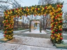 Nowy Rok i boże narodzenia zaświeca dekorację miasto Rosja, Zdjęcie Royalty Free