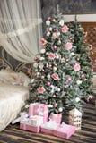 Nowy Rok i boże narodzenia wewnętrzni w menchia kolorze Zdjęcia Stock