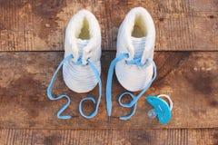 2019 nowy rok pisać koronki dziecko buty fotografia stock