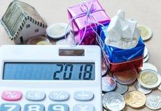 Nowy rok pojęcia, 2018 liczb na kalkulatora pokazie, domu model Zdjęcie Stock