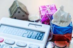 Nowy rok pojęcia, 2018 liczb na kalkulatora pokazie, domu model Zdjęcia Stock