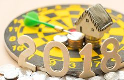 Nowy rok pojęcia, 2018 liczb na monetach z domu modelem i moneta, Fotografia Stock