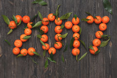 Nowy rok 2017 tangerines na drewnianym tle, karta Obraz Stock