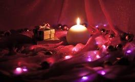 Nowy Rok teraźniejszość i świeczka Zdjęcia Royalty Free